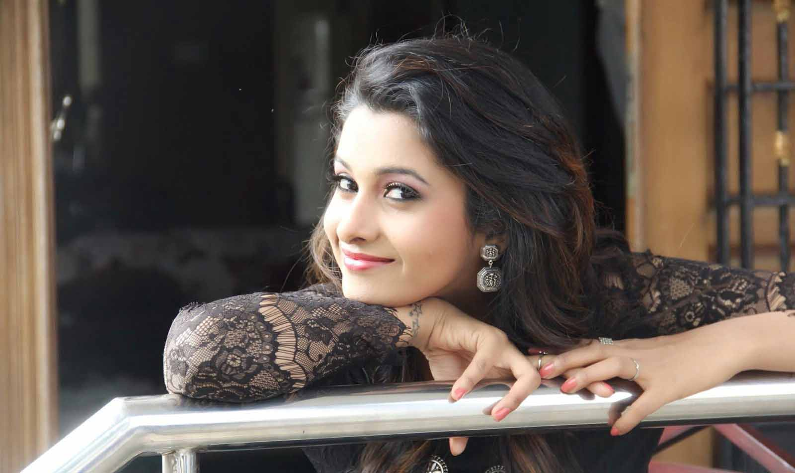 free hd gorgeous priya bhavani shankar hot stills download