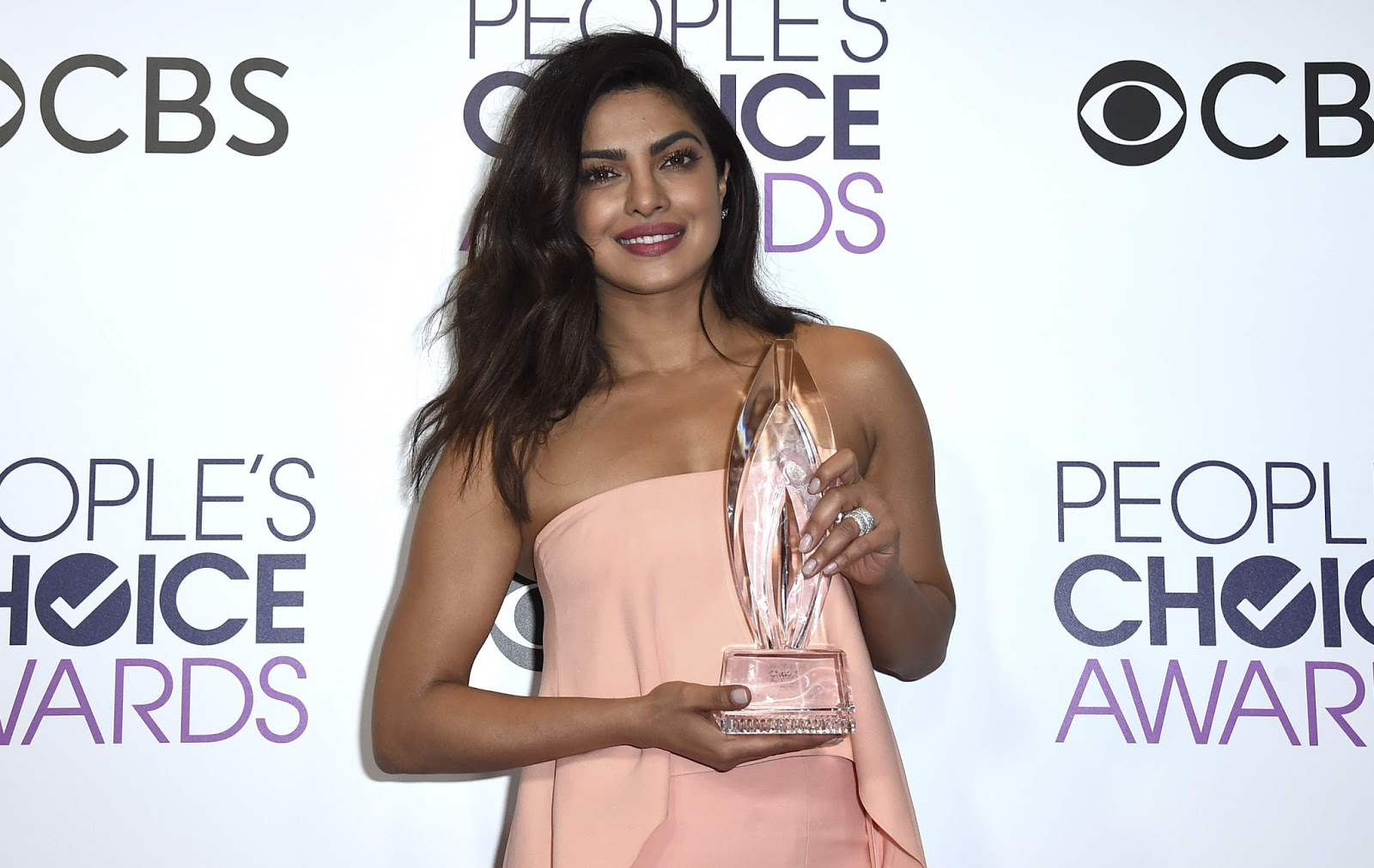 Priyanka Chopra Wins 2nd Peoples Choice Awards Images