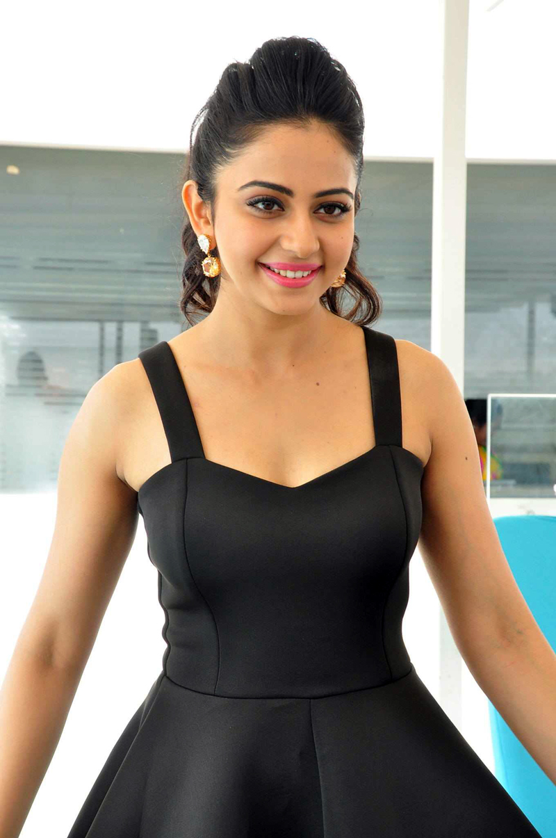 Desktop Rakul Preet Singh Hot And Cute Wallpapers