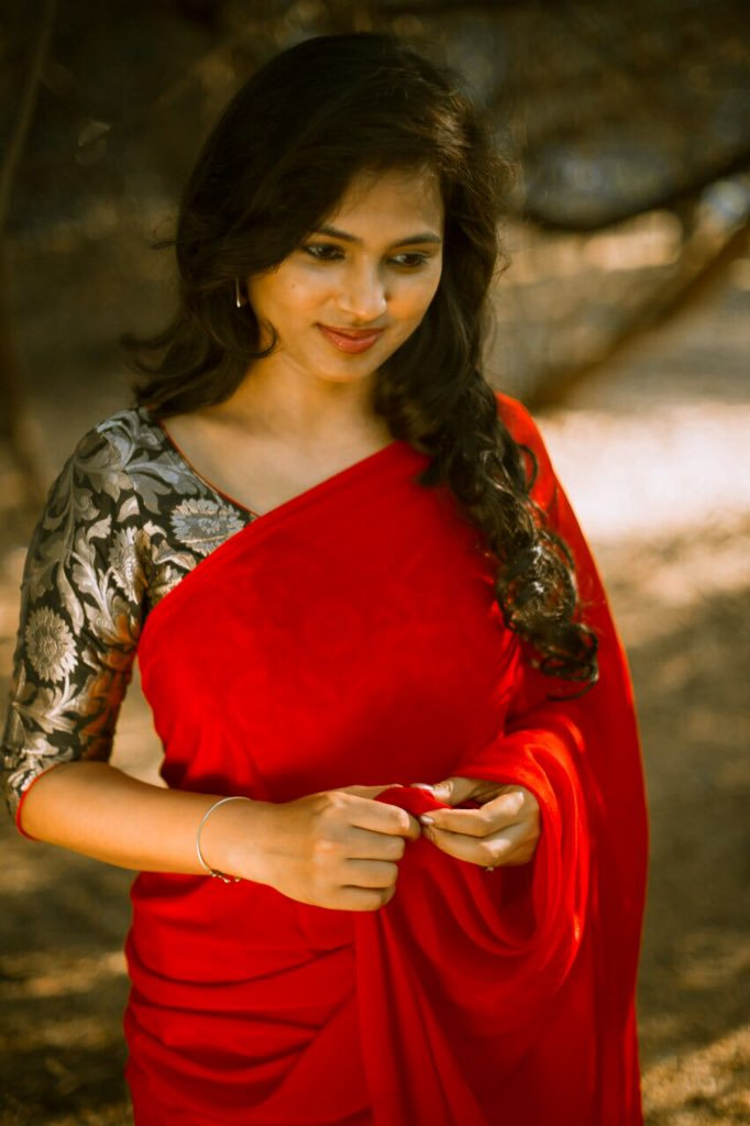 Free Superb Ramya Pandian Image For Mobile