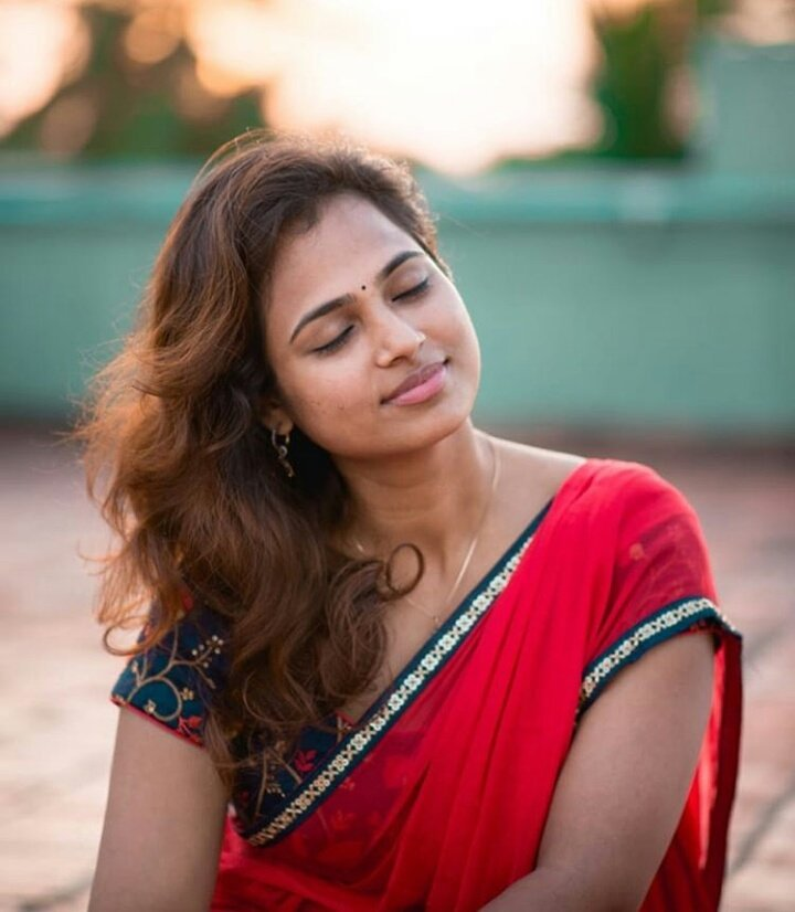 romantic homely look ramya pandian saree image