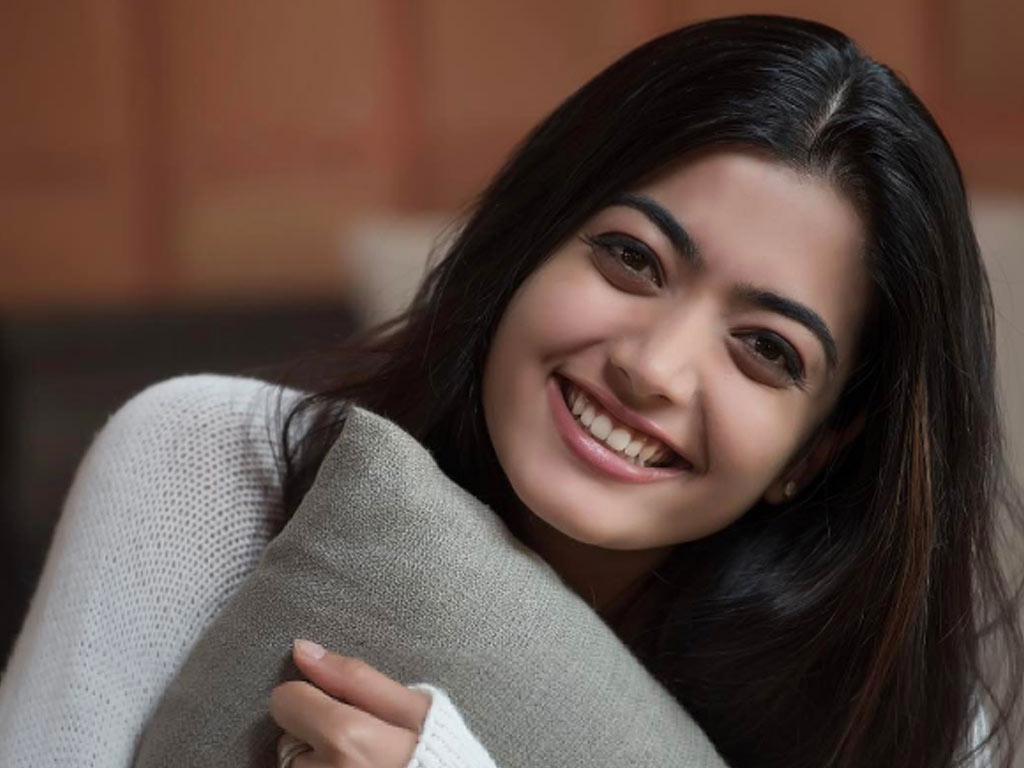 rashmika mandanna beautiful smile mobile background images