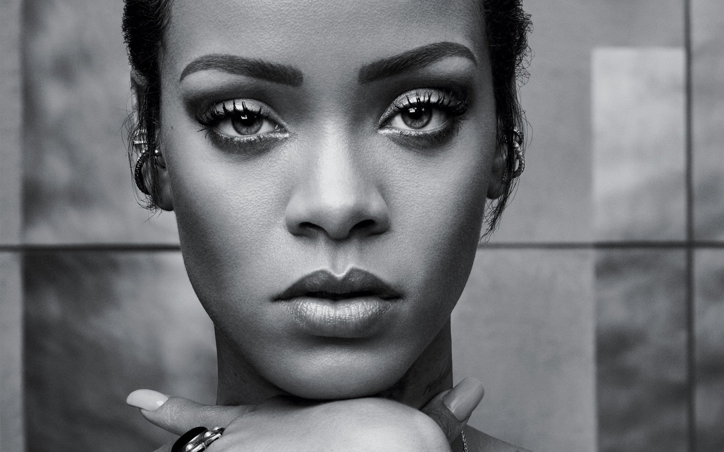 Black And White Background Wallpaper Rihanna