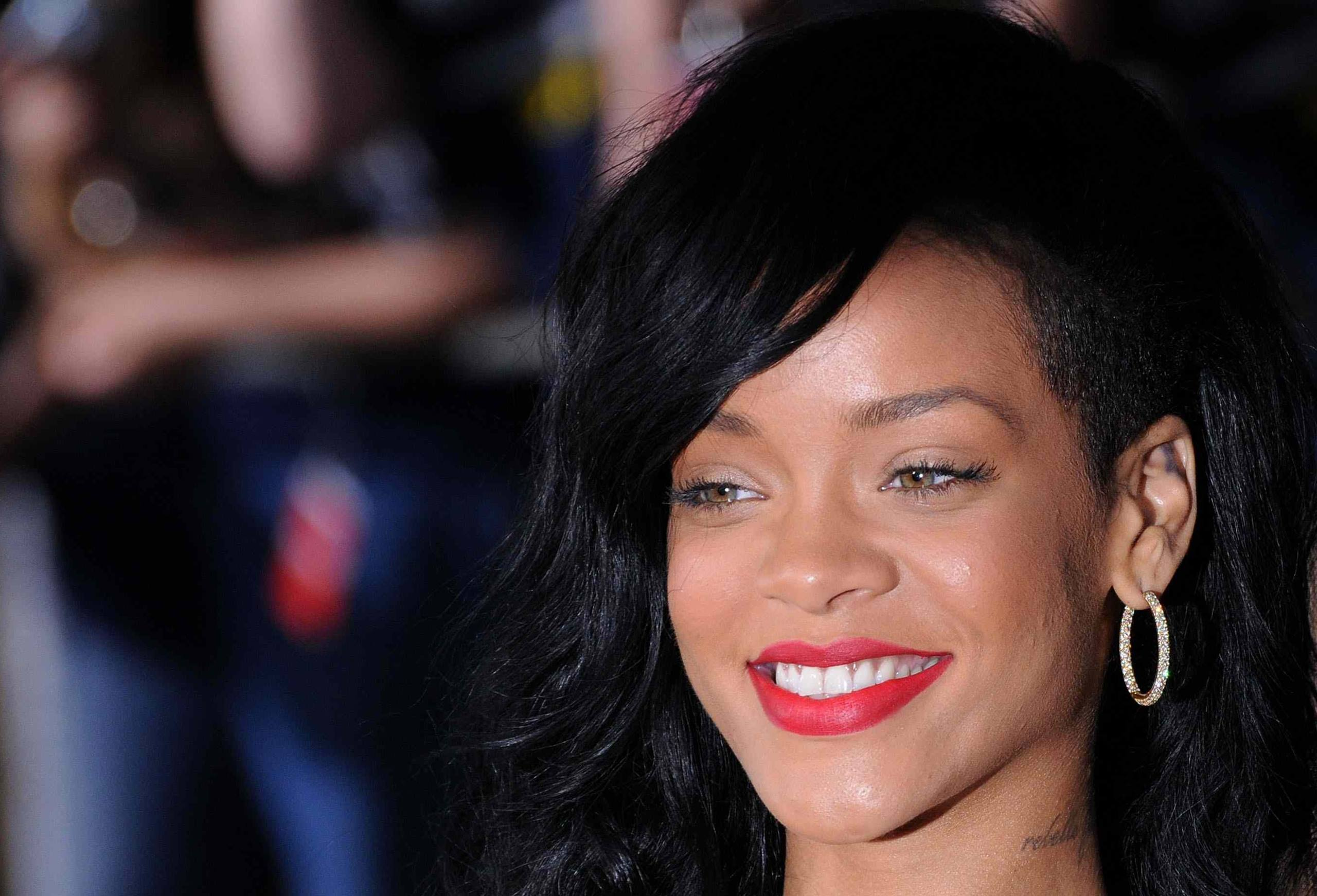 Cute Free Rihanna Picture Download Smiling Red Lip