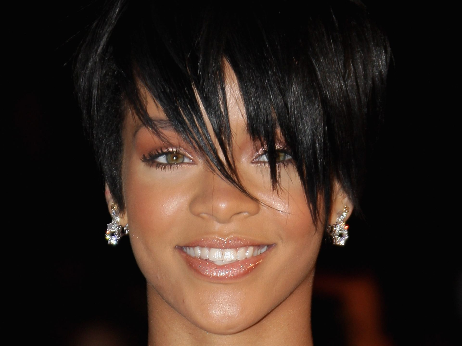 pretty rihanna smiling desktop free download