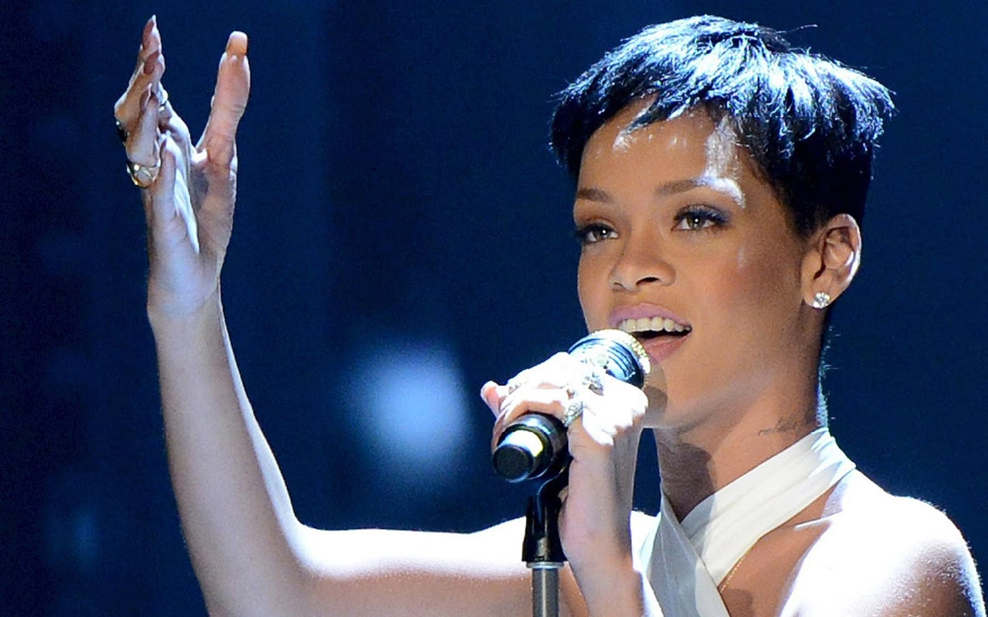 Rihanna Performing Black Queen Pictures Download Hd