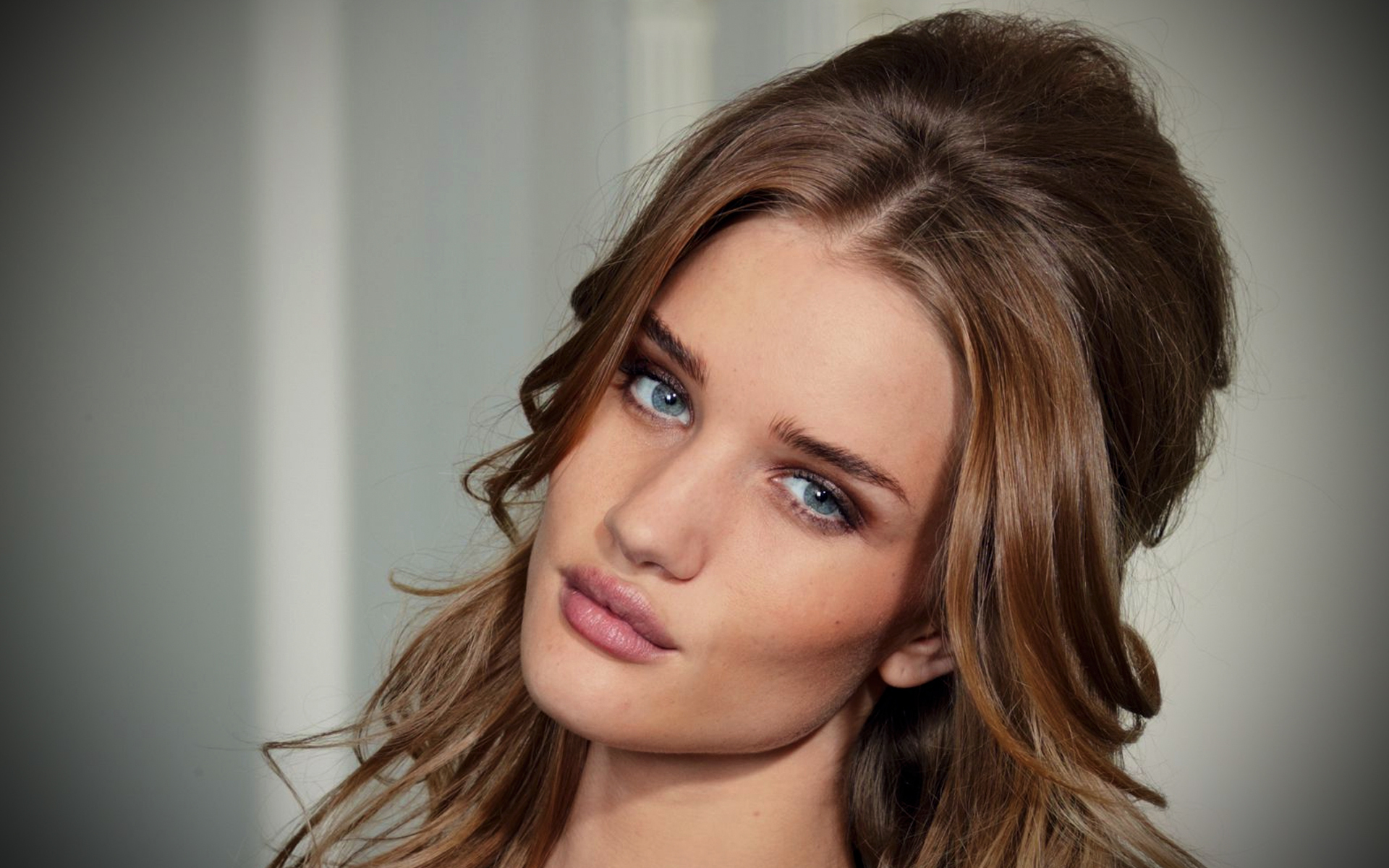 Beautiful Rosie Huntington Whiteley Hd Wallpaper Free