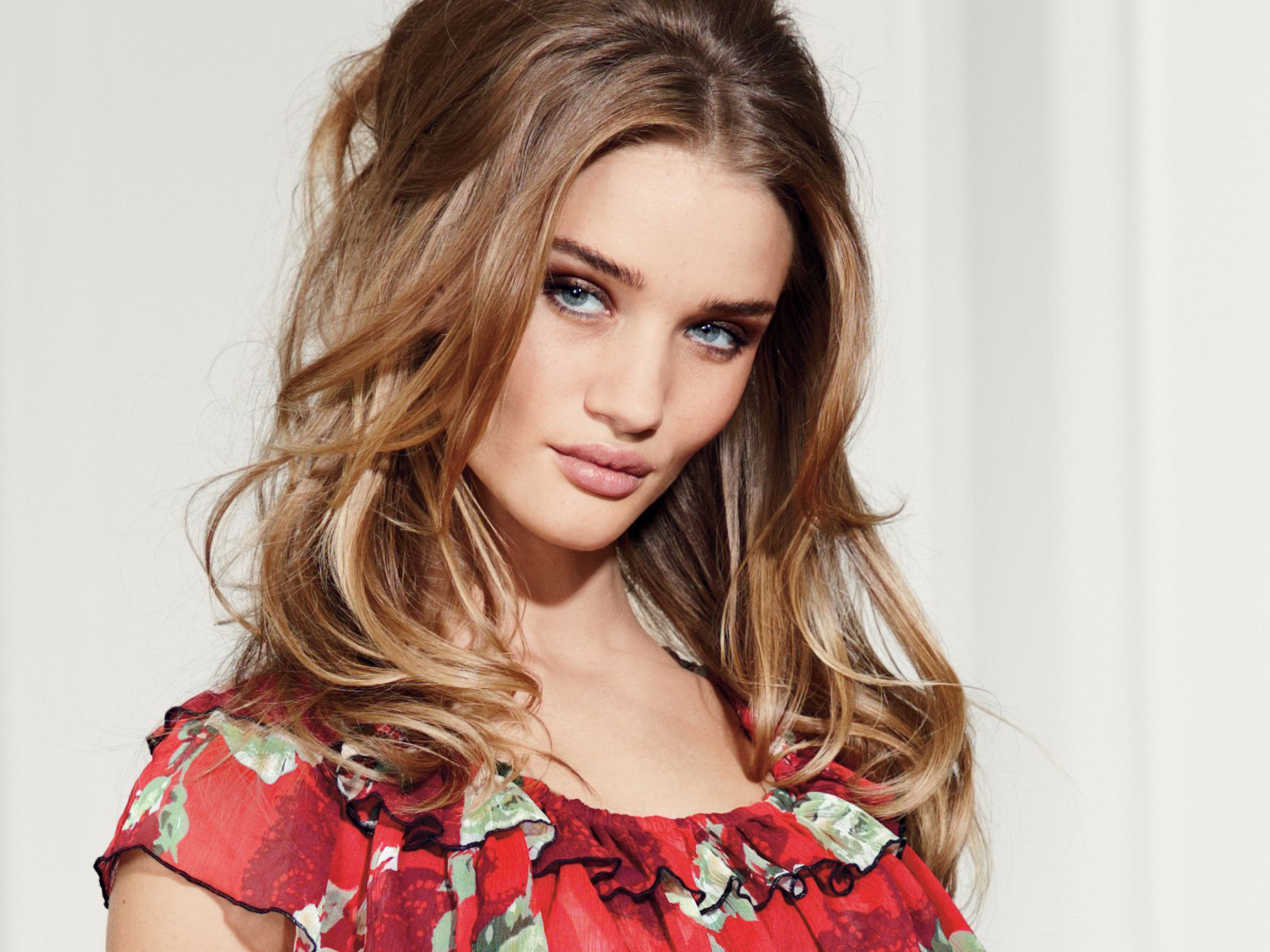 Beautiful Rosie Huntington Whiteley Hd Wallpapers