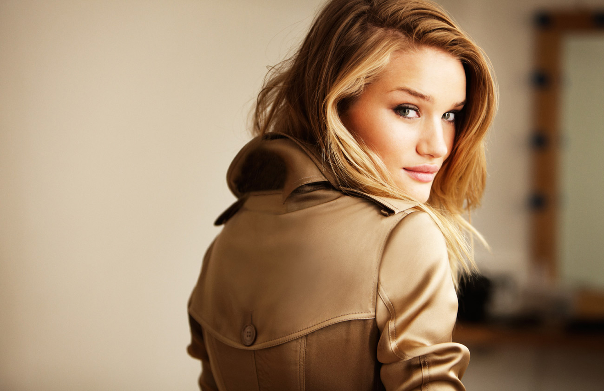 Rosie Huntington Whiteley Hollywood Actress New Picture