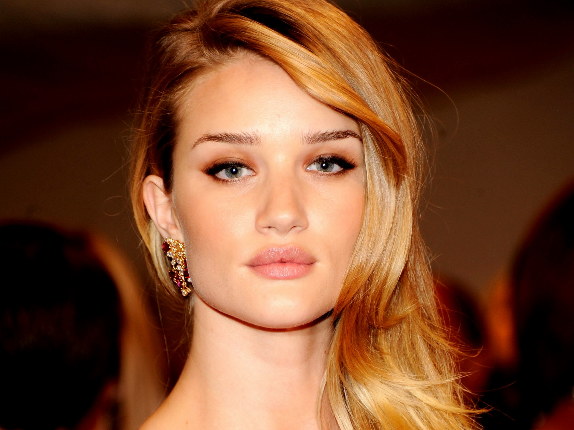 Rosie Huntington Whiteley Romantic Eyes Photos