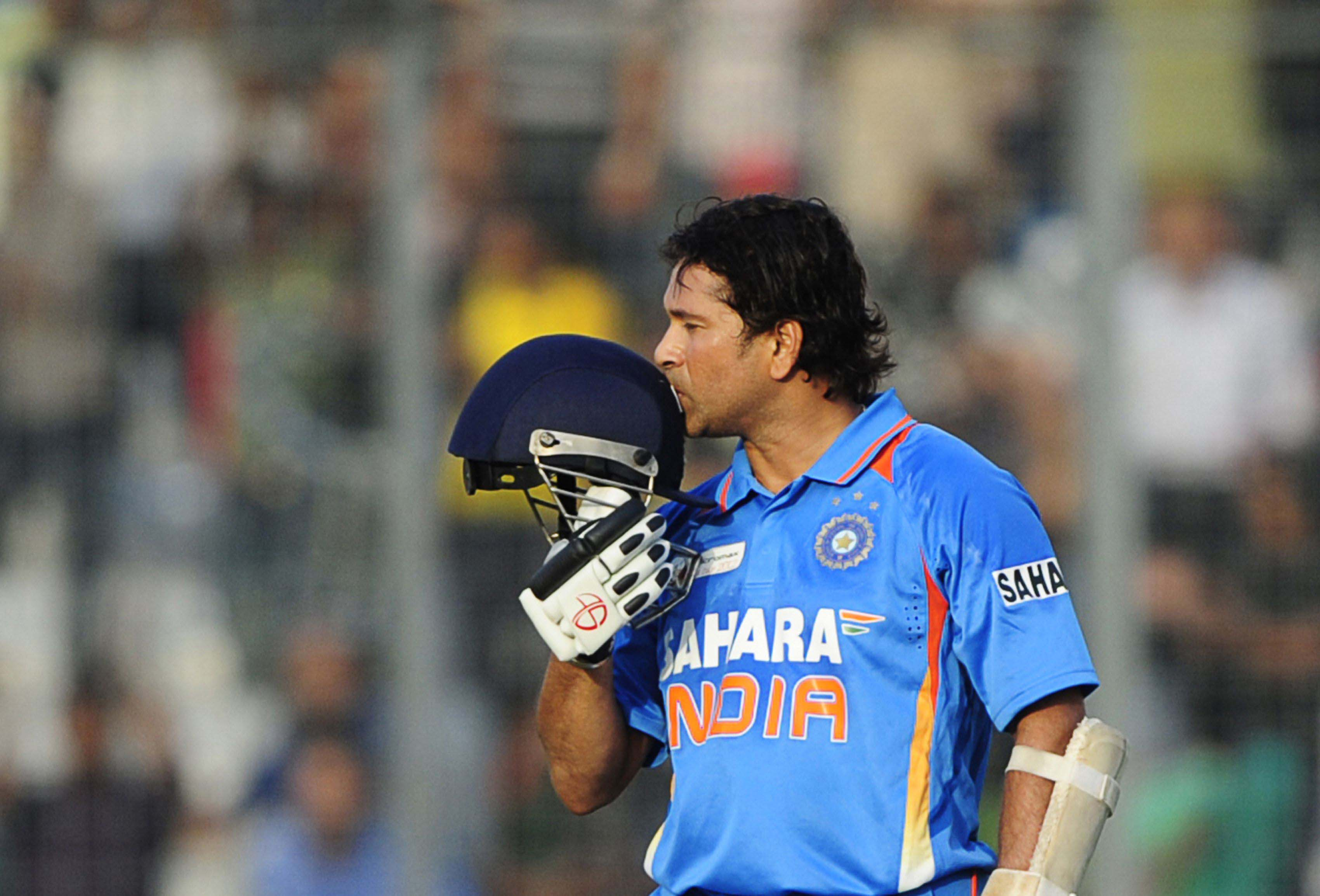 beautiful sachin tendulkar giving kiss to helmet for putting century in one day cute pose background free hd mobile desktop wallpaper