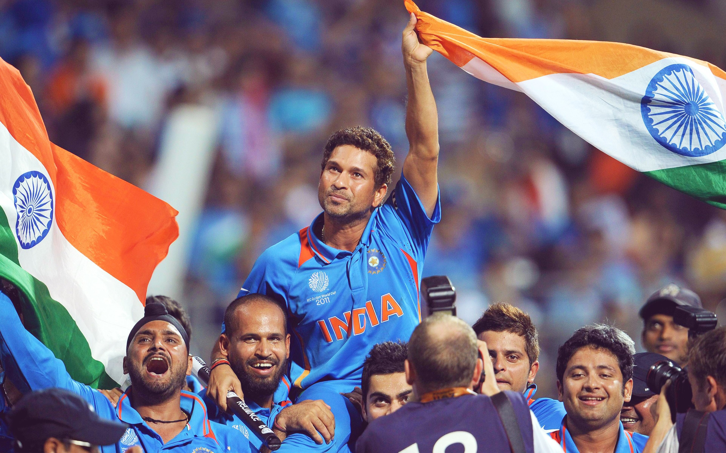 best sachin tendulkar world cup winning match to celebrate with team members and audience pose background free mobile desktop images hd