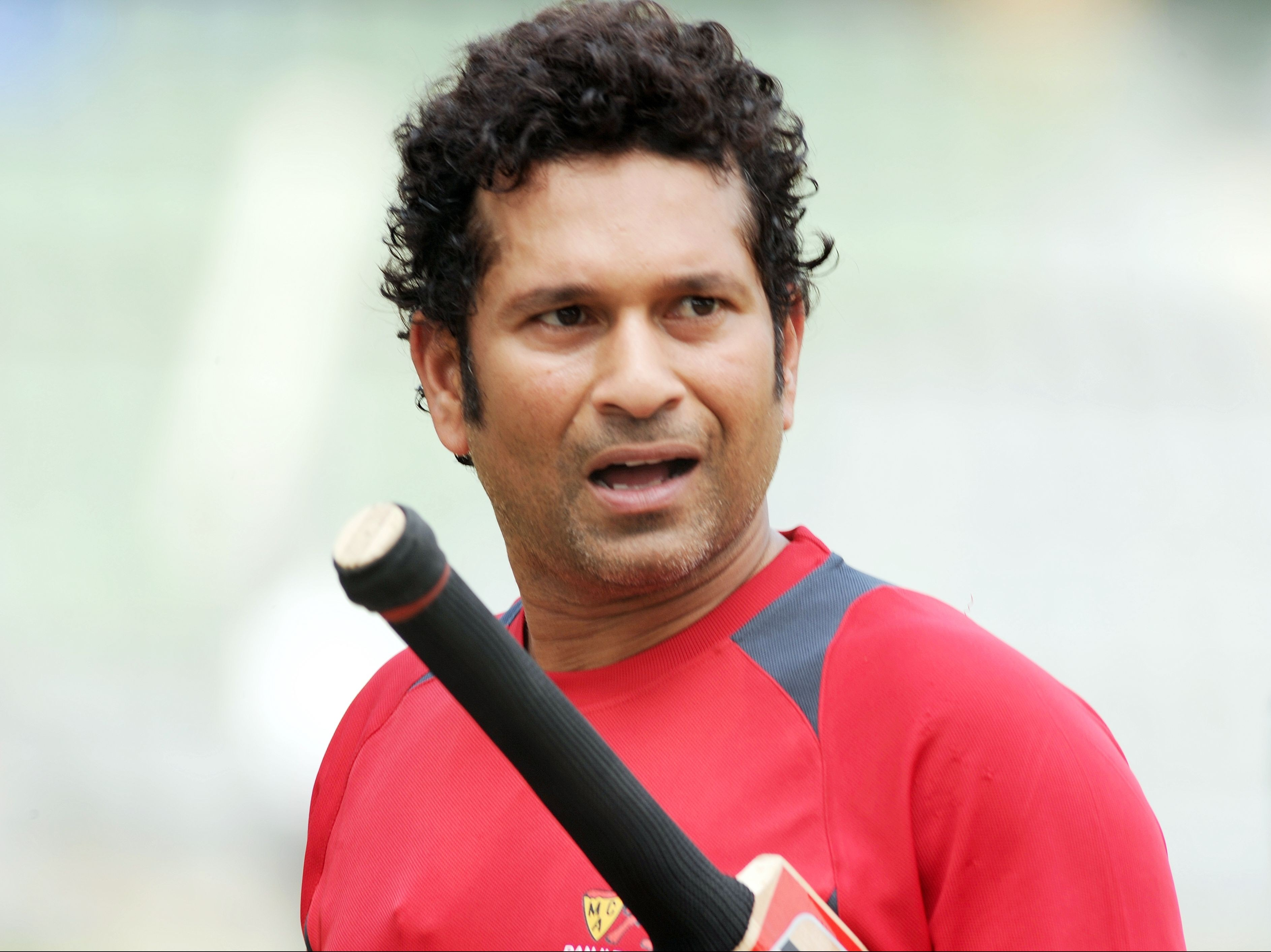 Hd Sachin Tendulkar Beautiful Look With Bat Still Mobile Background Free Desktop Photo