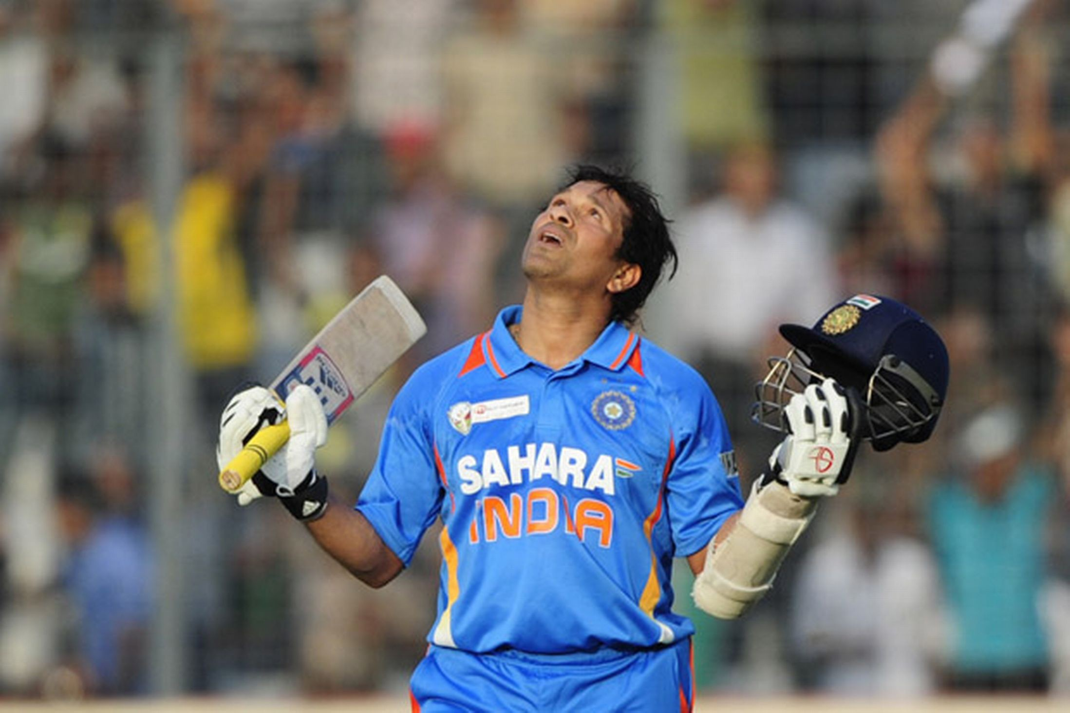master sachin tendulkar putted century in one day showing hands up