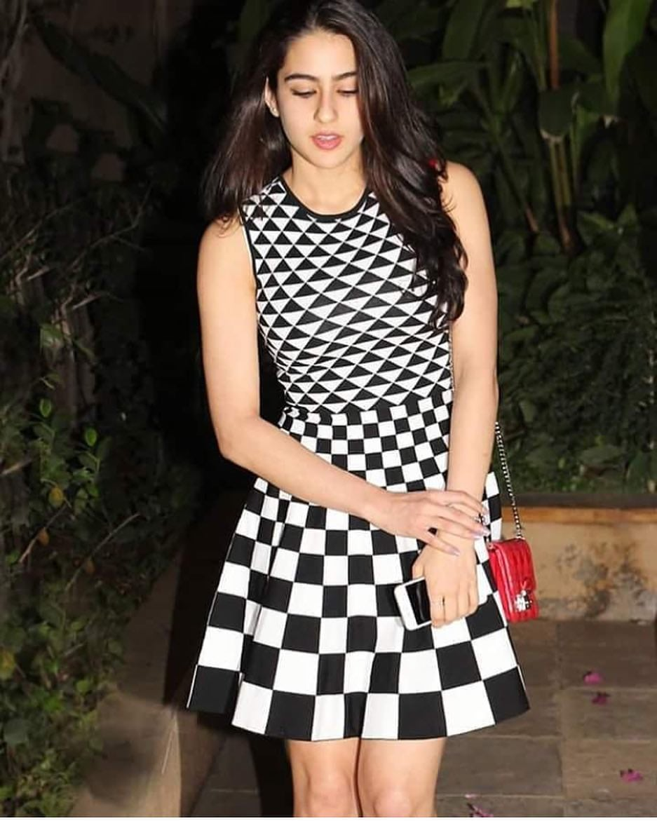 cute beauty sara ali khan mobile background image