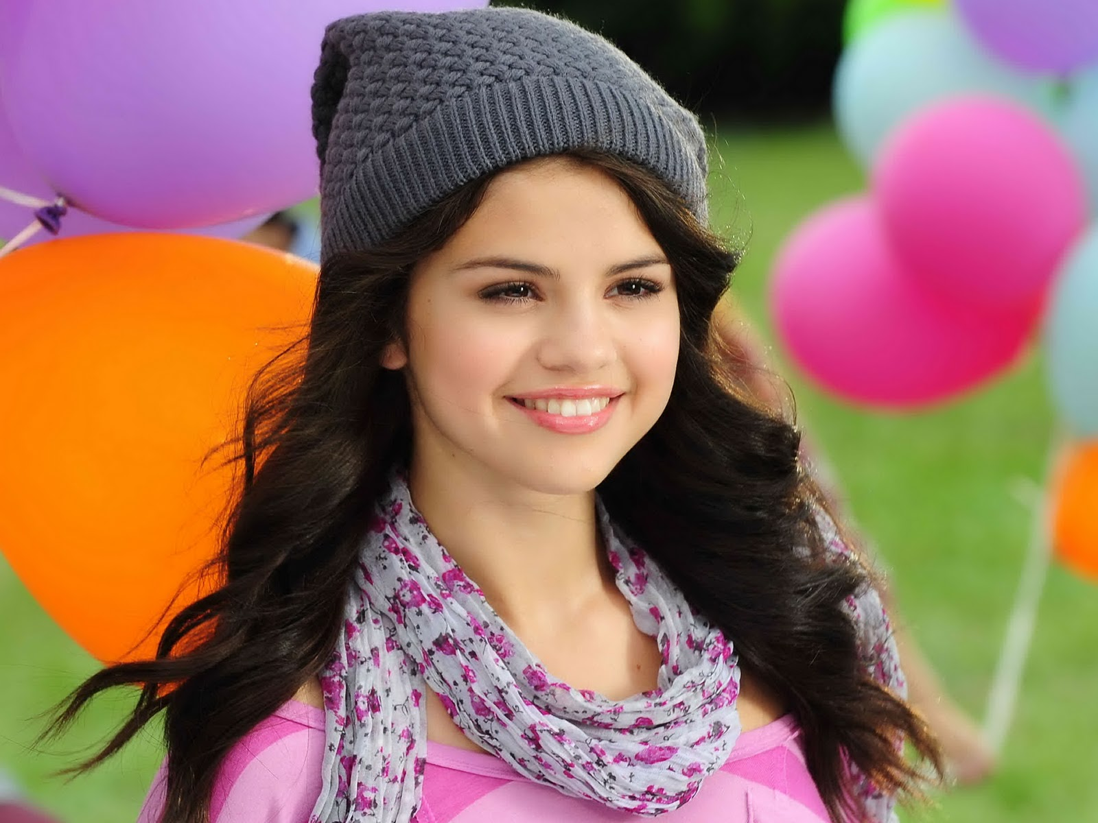 amazing selena gomez beautiful smiling face look desktop background mobile free hd wallpaper