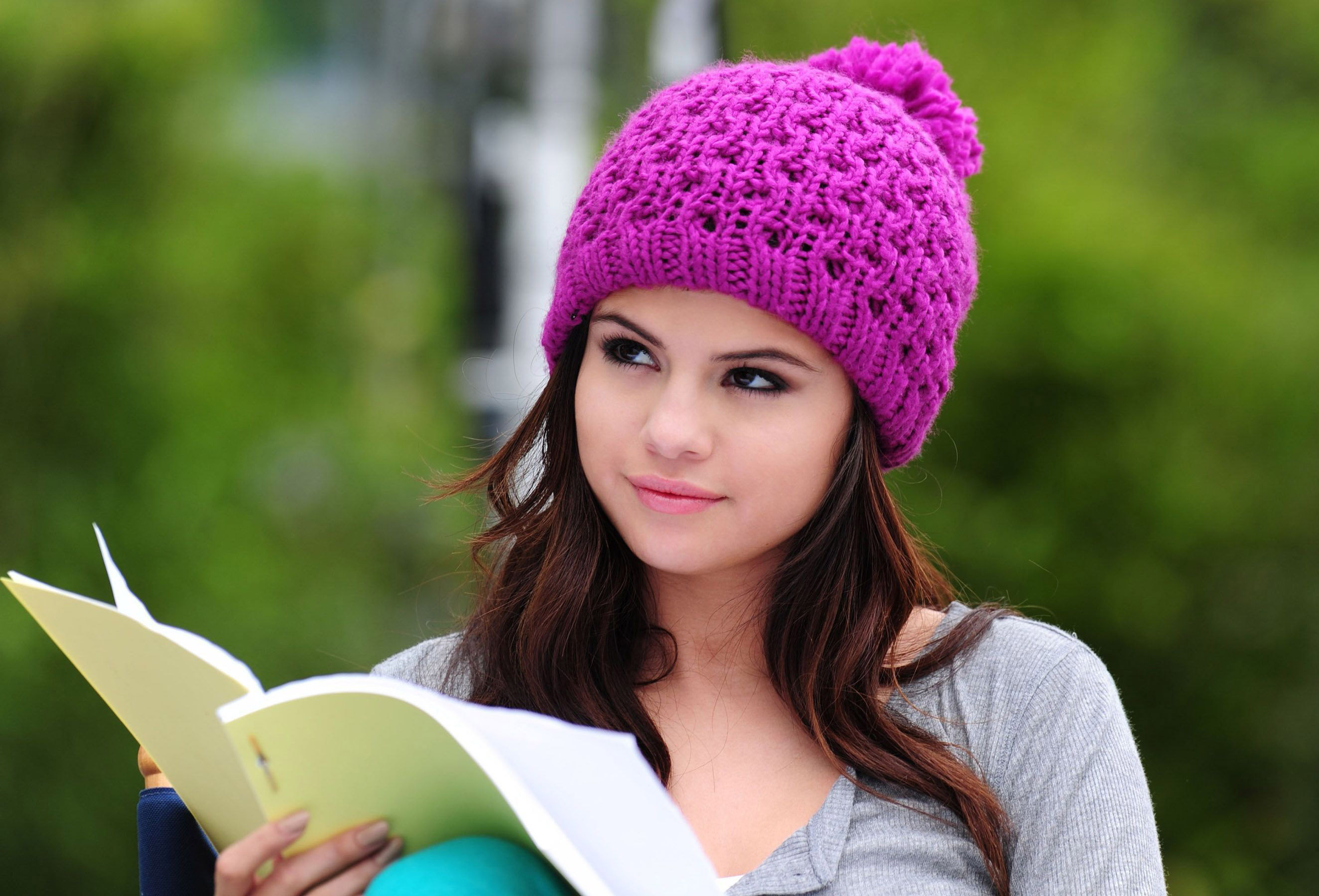 Beautiful Selena Gomez Cute Look With Cap Background Desktop Computer Hd Free Pictures