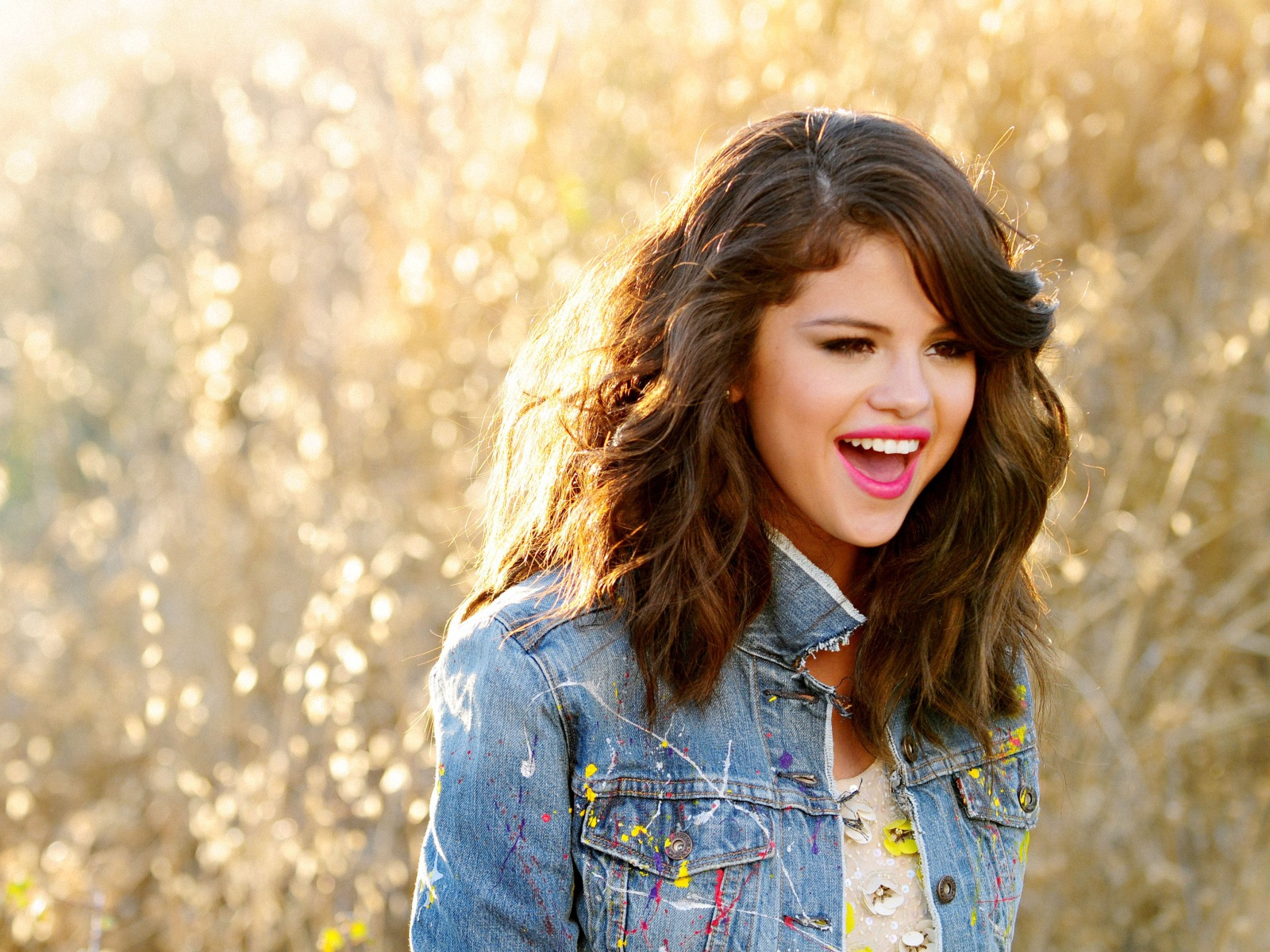 Download Selena Gomez Smiling Face Pose Background Computer Hd Free Photos