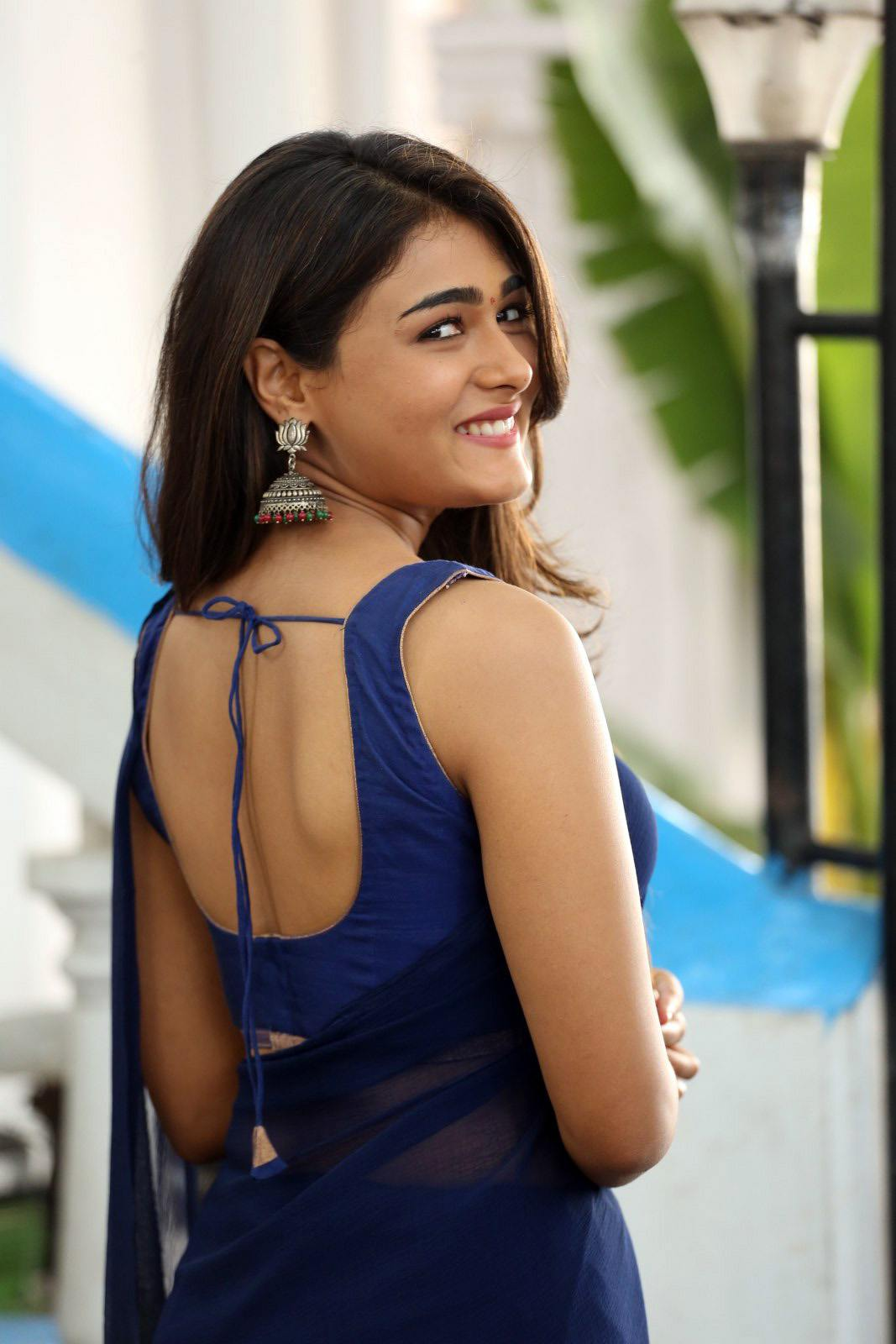 shalini pandey blue saree hot images