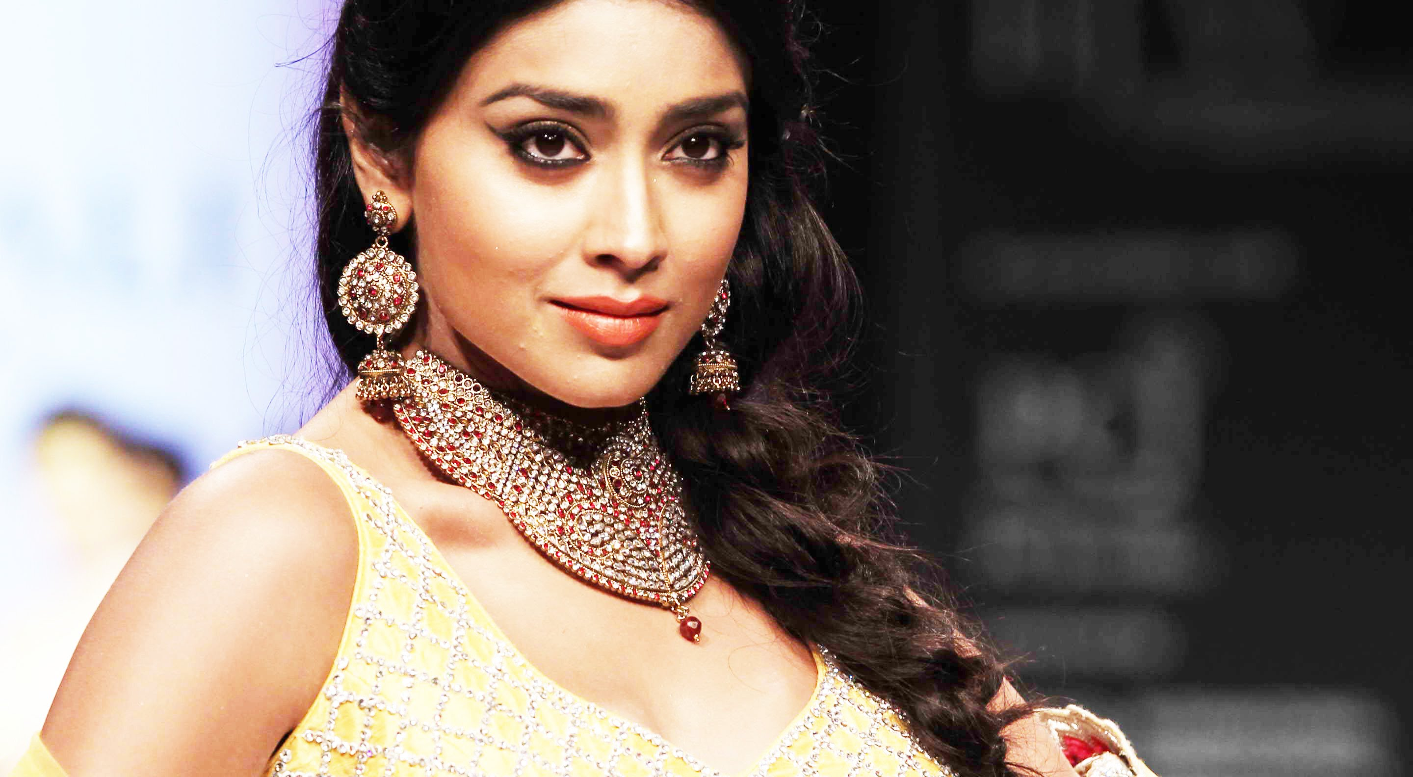 Desktop Shriya Saran Cute Look Free Mobile Photos Background Hd
