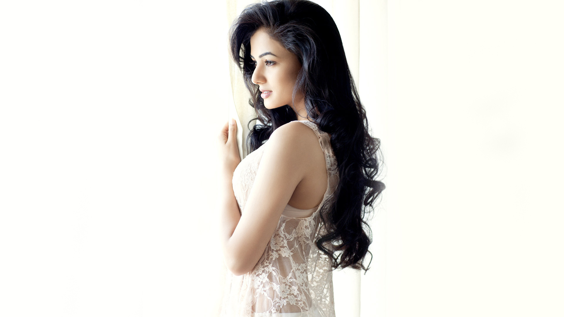 Desktop Lovely Sonal Chauhan Images Free Download