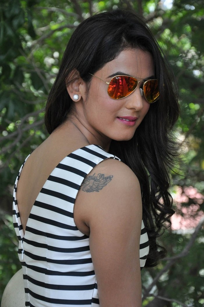 Download Mind Blowing Sonal Chauhan Wallpapers For Mobile