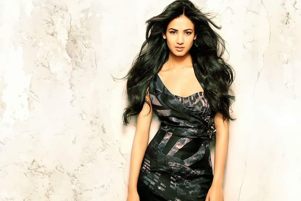 Elegant Sonal Chauhan Images For Smart Phone
