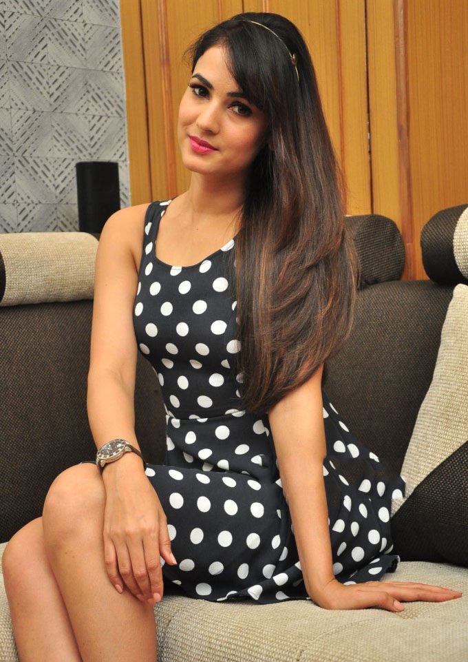 free high definition classy sonal chauhan wallpapers download
