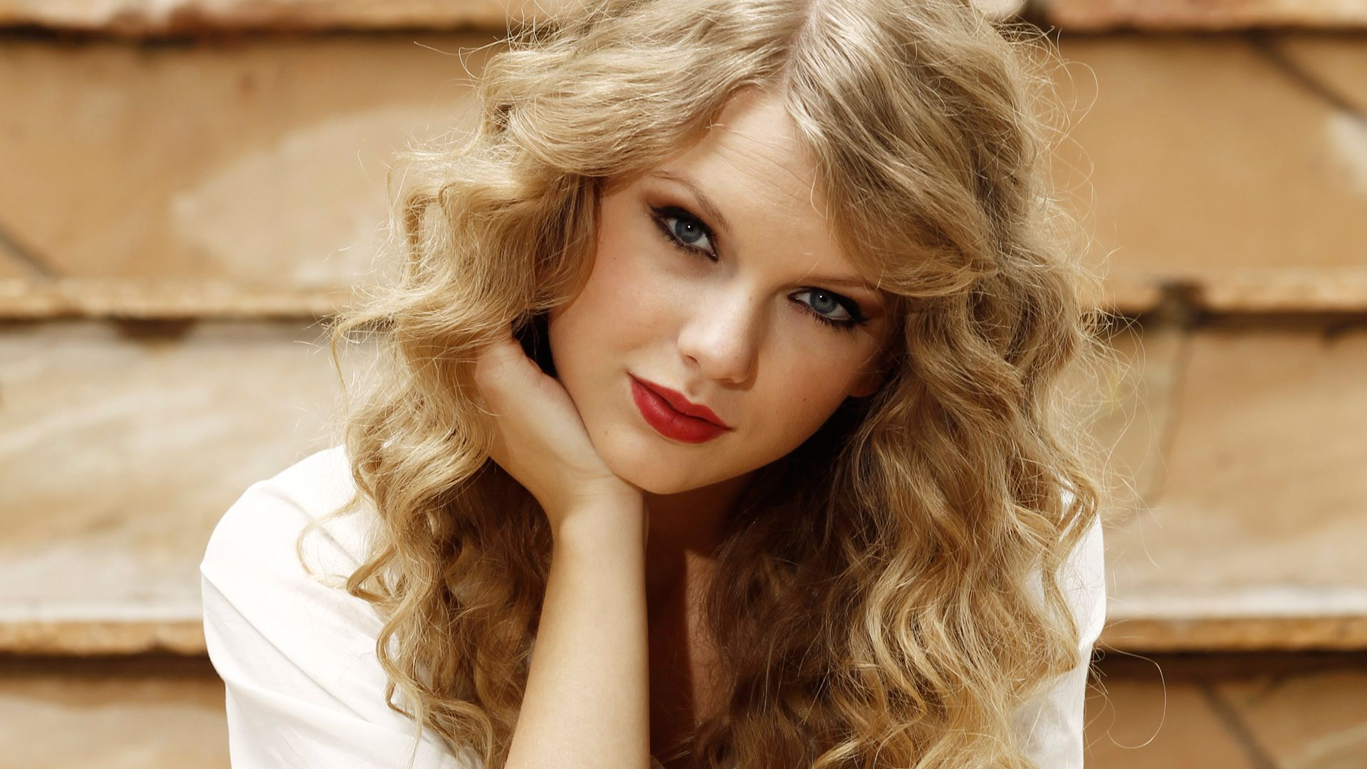 Download Taylor Swift Lovely Eye Look Still Mobile Background Free Hd Photos