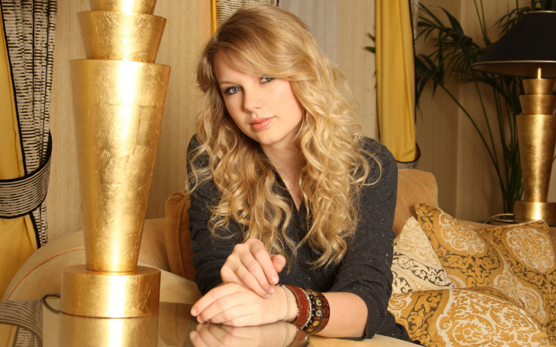 lovely taylor swift desktop free hd background mobile amazing pose