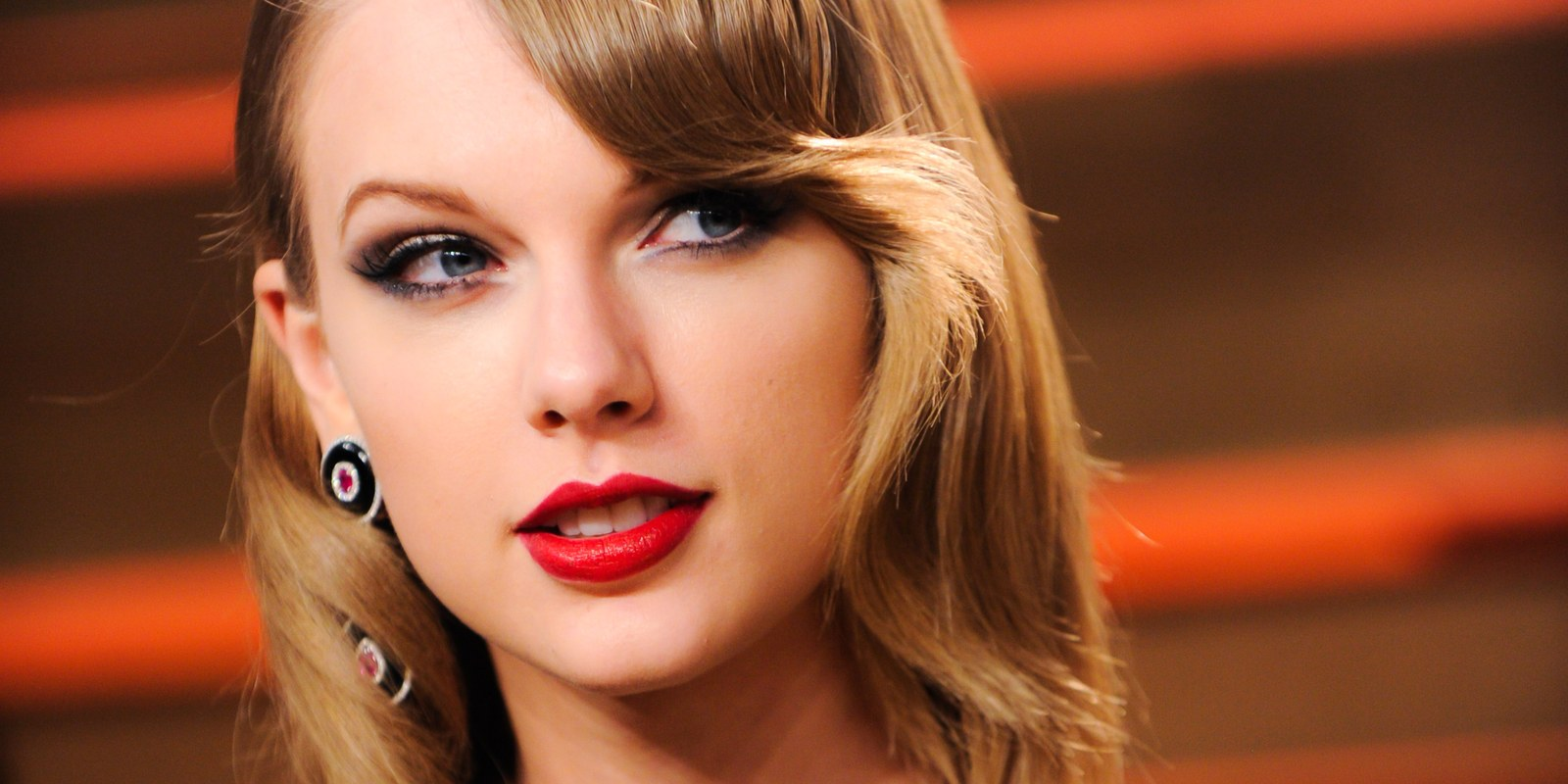 red lips taylor swift romantic picture desktop download