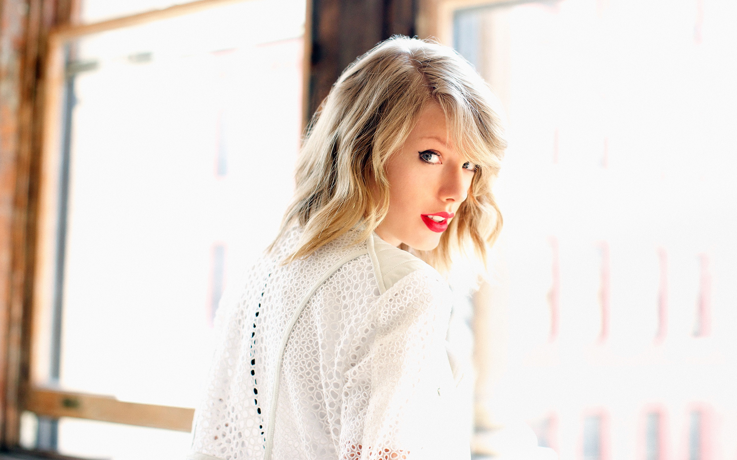 Taylor Swift Beauty Side Look Hd Free Desktop Background Laptop Images