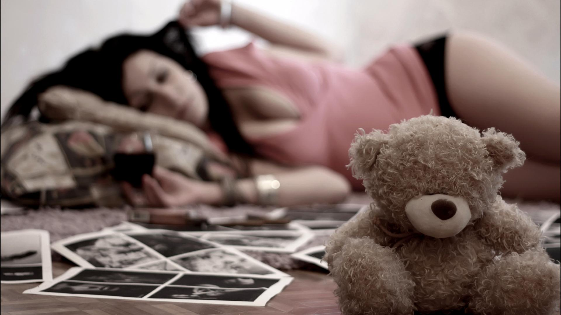 lonely girl with teddy hd wallpapers