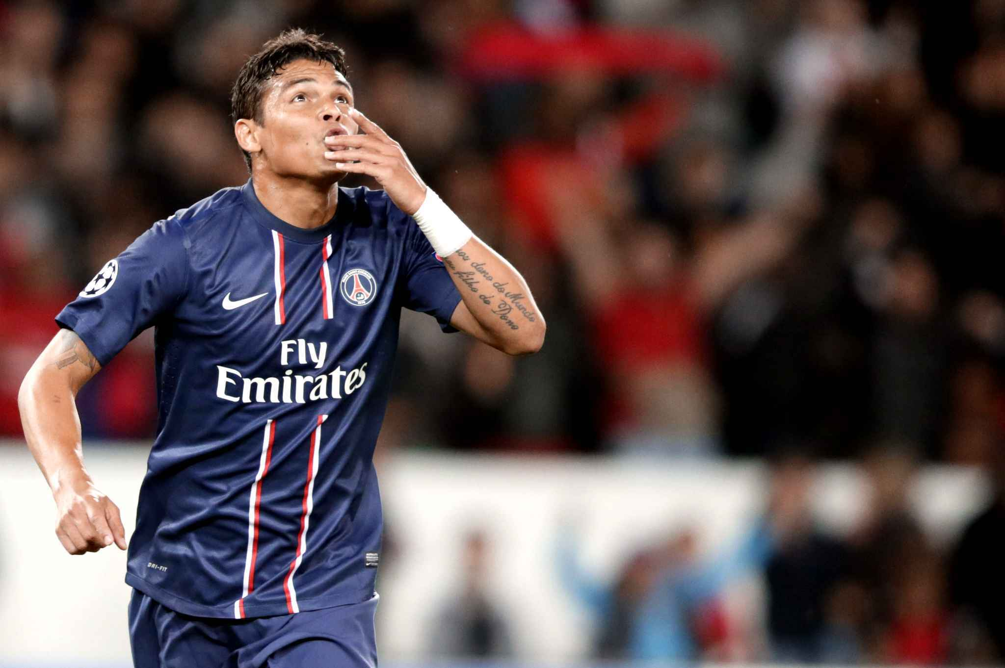 Thiago Silva Football Soccer Player Pass Kiss Hd Free Mobile Desktop Background Download Photos
