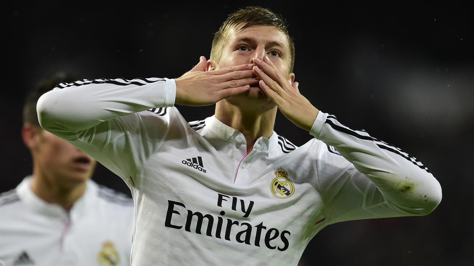 Desktop Toni Kroos Football Soccer Player Free Kiss To Audiance Mobile Hd Background Download Wallpaper Photos