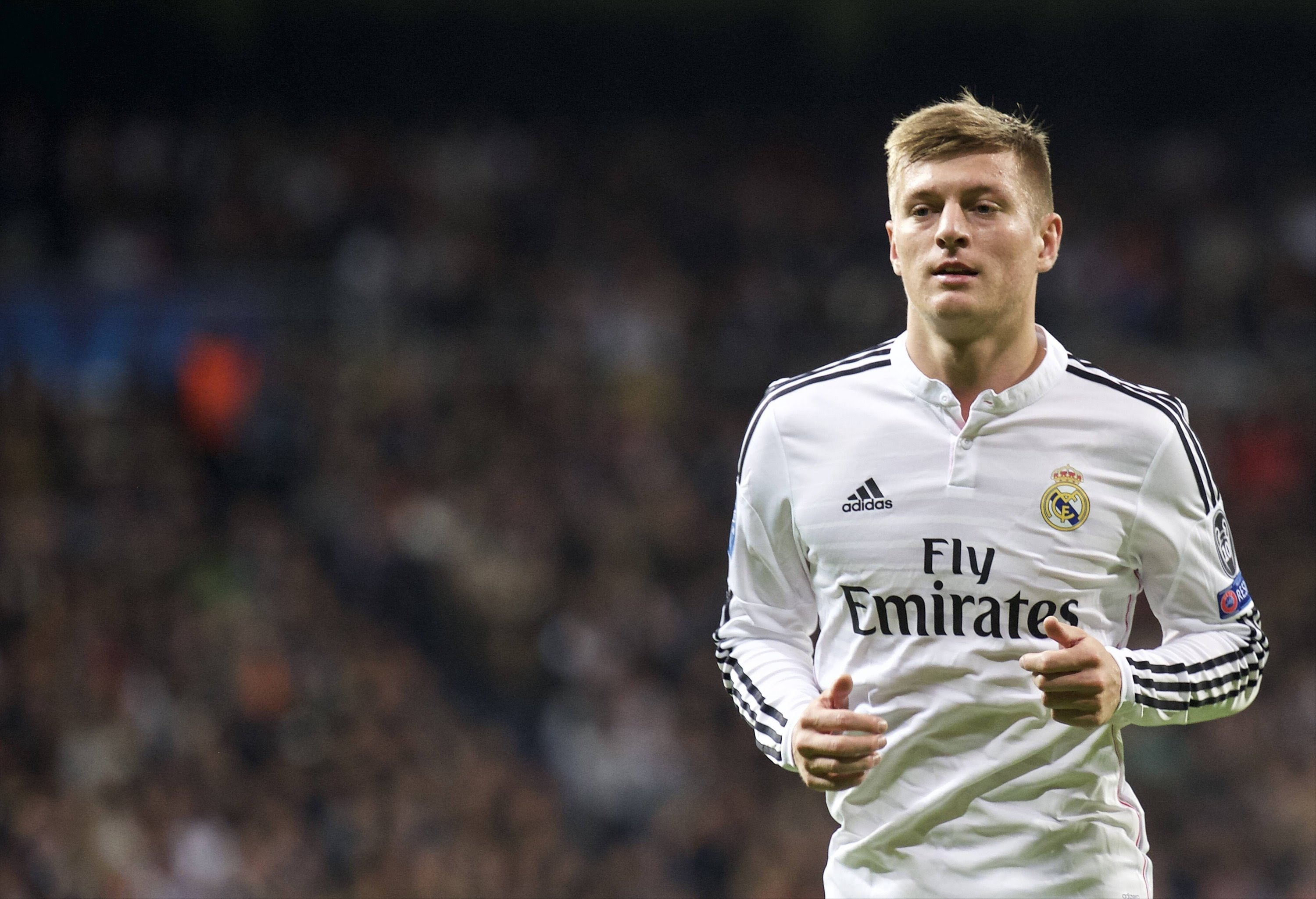 Desktop Toni Kroos Football Soccer Player Free Runnin Mobile Hd Background Download Wallpaper Jpg