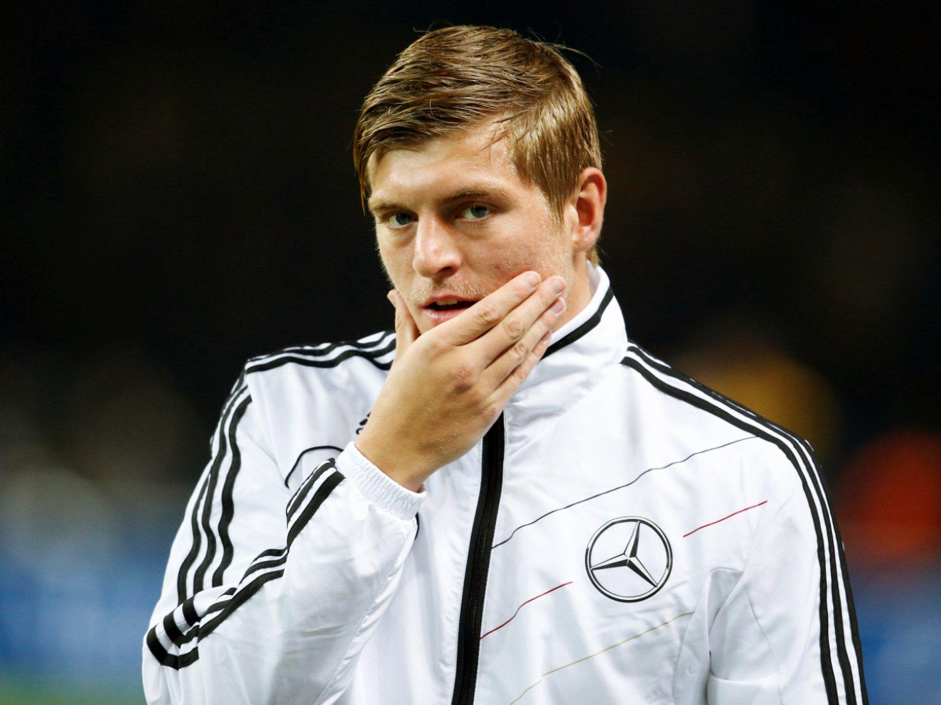 download toni kroos football soccer player free mobile checking face hd background desktop pictures