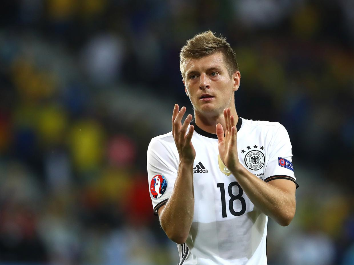 toni kroos football soccer player free clapping mobile hd background desktop images