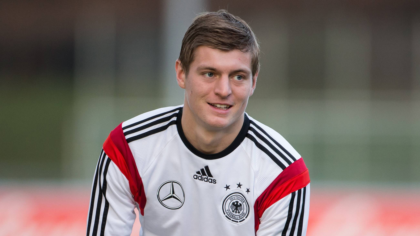 Toni Kroos Football Soccer Player Free Practice Mobile Hd Background Download Jpg
