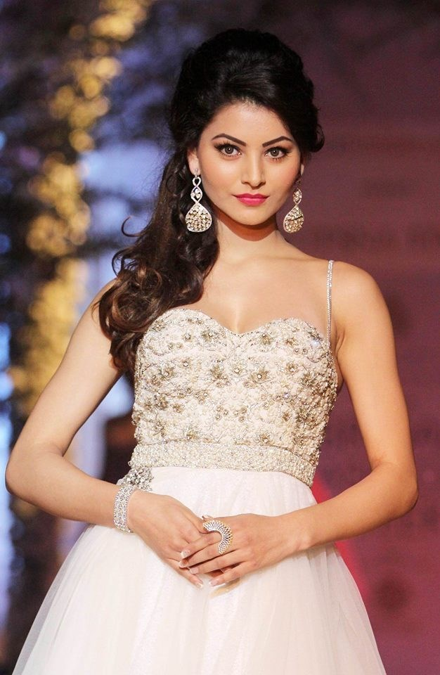 Urvashi Rautela Stunning Hd Wallpaper