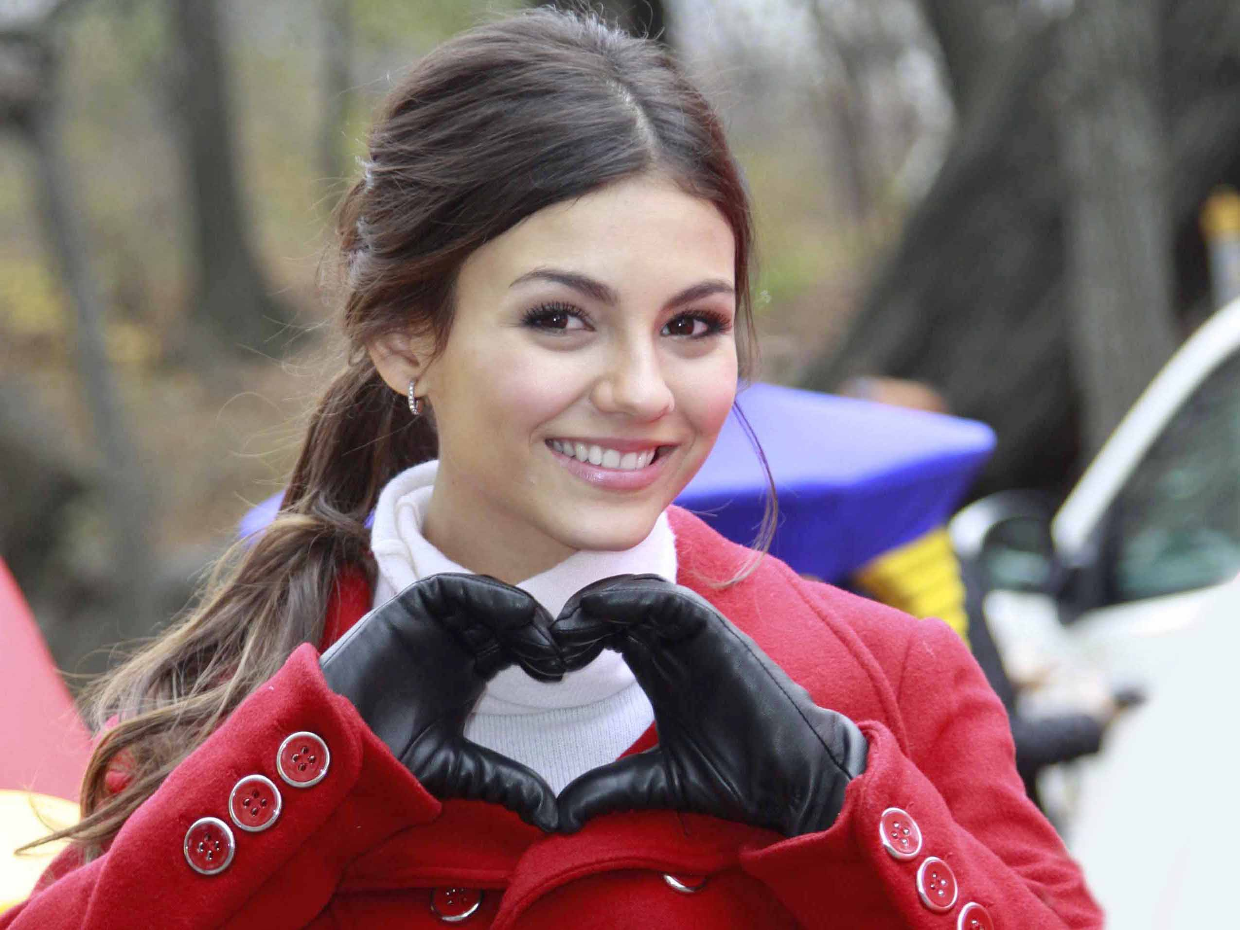 Amazing Victoria Justice Fantastic Hear Symbol Still Background Mobile Free Desktop Hd Wallpaper