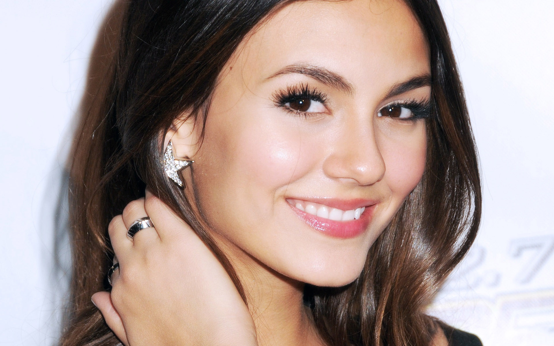 Cute Victoria Justice Smiling Face Free Hd Deskop Mobile Background Wallpaper