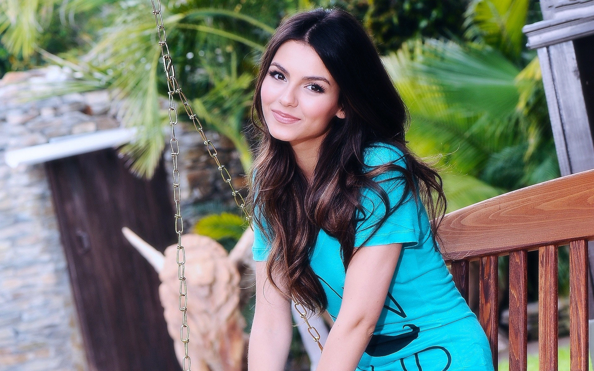 Download Victoria Justice Beautiful Still Background Mobile Free Hd Wallpaper