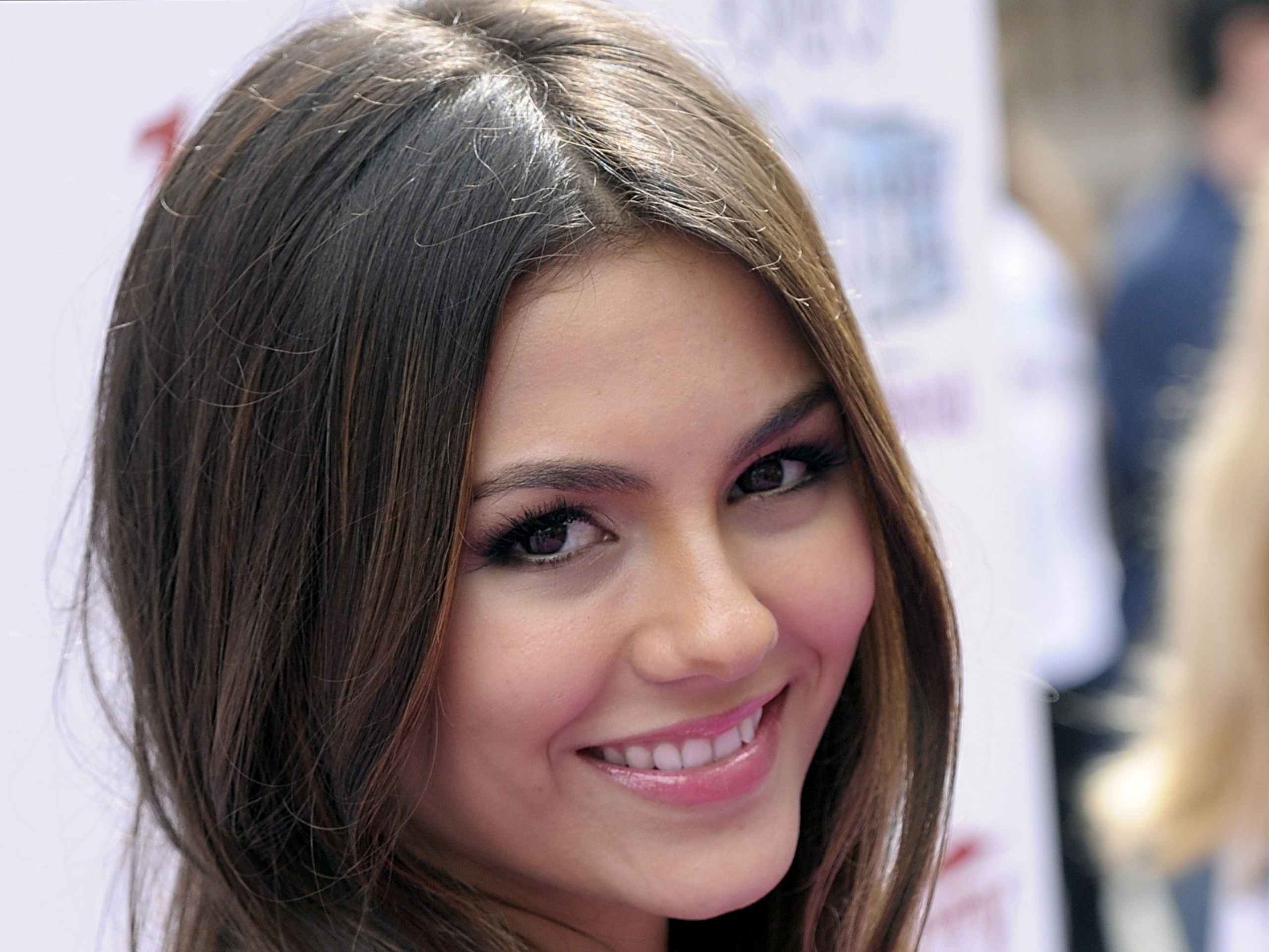 Fantastic Victoria Justice Smile Look Deskop Mobile Background Free Hd Pictures