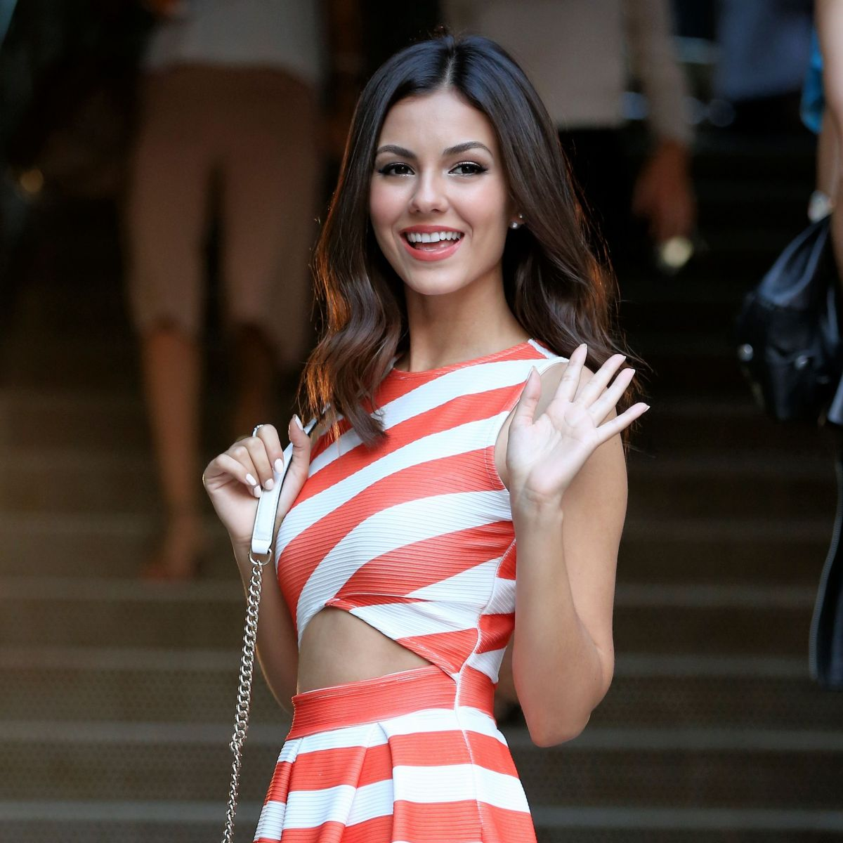 Free Victoria Justice Mobile Hd Download Showing Tata Pose Pictures