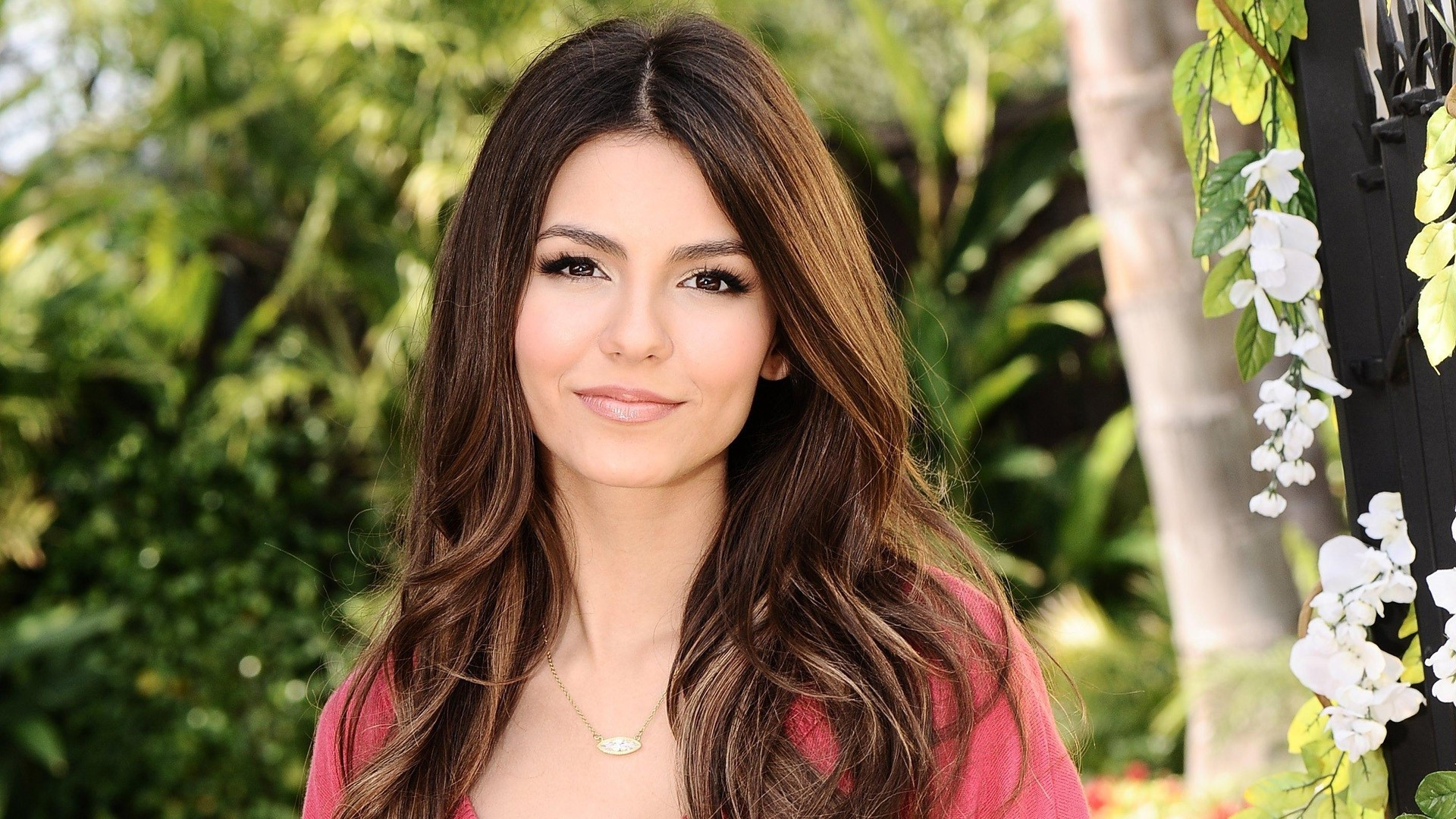 lovely victoria justice nice pose background mobile free hd desktop photos