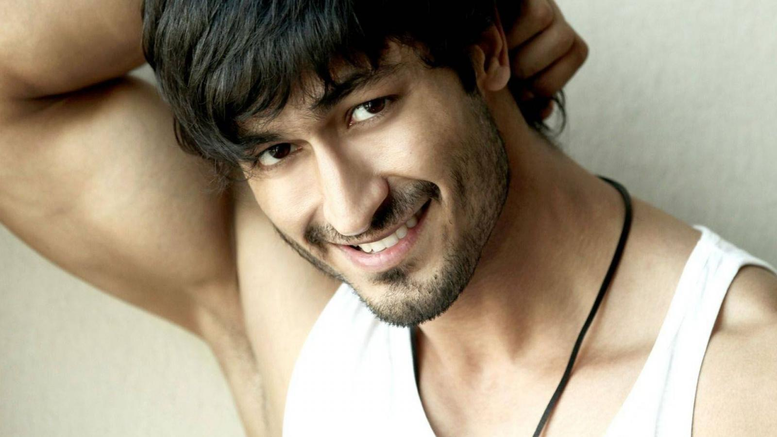 stunning vidyut jamwal smile face free mobile background download hd
