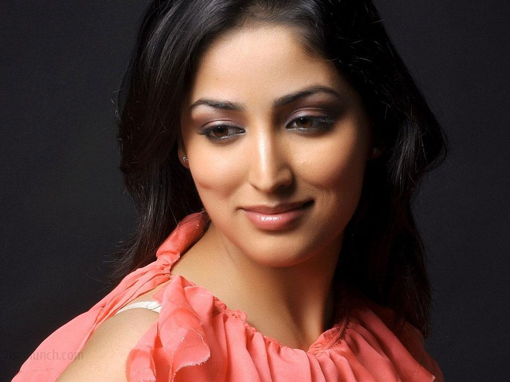 beautiful smile of yami gautam