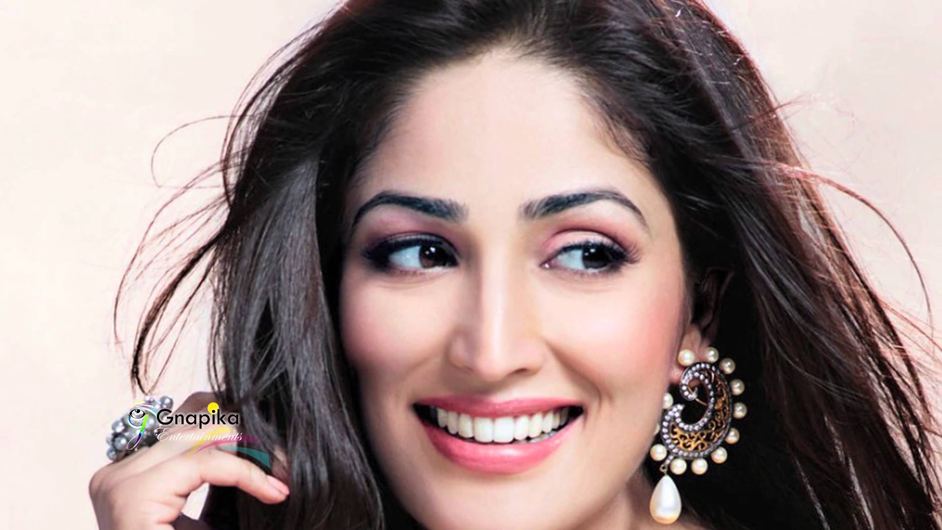 hd stunning yami gautam wallpapers