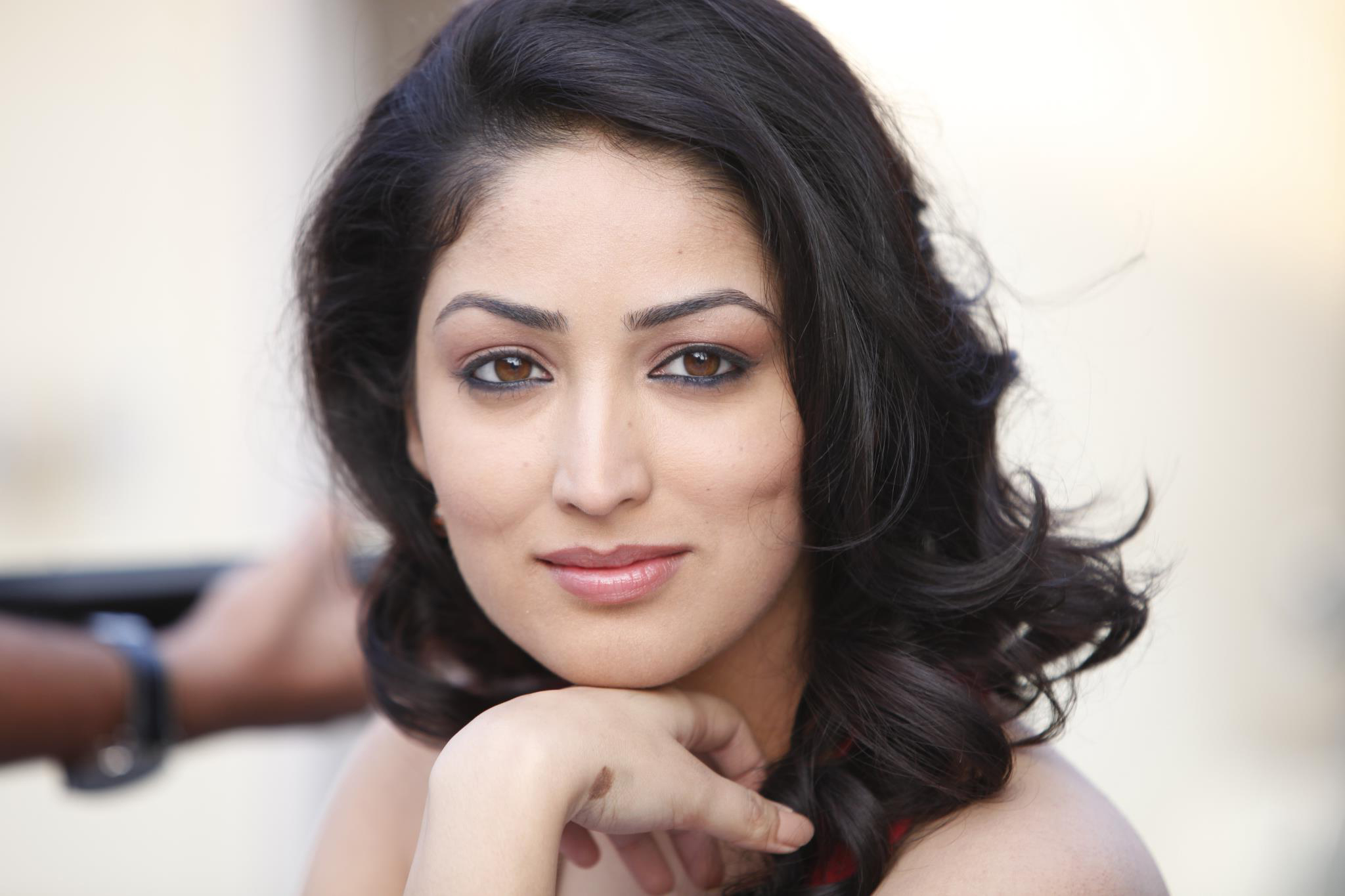 yami gautam free hd wallpapers
